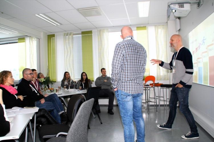 Jobbspesialistene Kenneth Hansen og Frode Heieren underviser om IPS